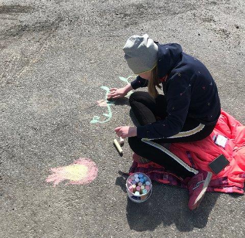 Det ble ute-klasserom for elevene ved Visuelle Kunstfag på onsdag.