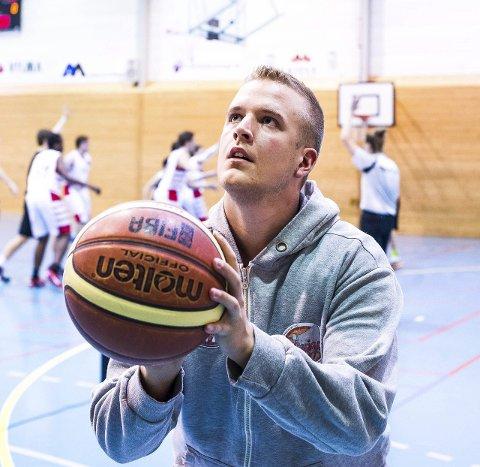 SPILLENDE TRENER: Jonathan Syverstad.