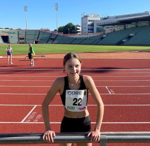 TRIVDES PÅ BISLETT: Nora Jakobsen etter å ha vunnet 1500 meter på Bislett i forrige uke.