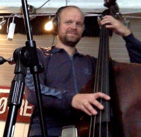 BIDRAR: Kontrabassist Lars Tormod Jenset er blant de lokale musikerne som bidrar på amerikanske Tenant From Zeros nye plate.