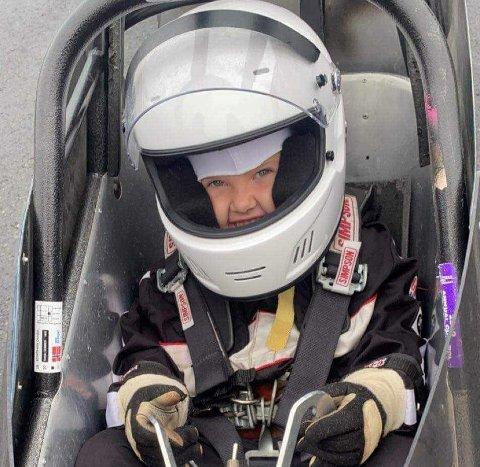 UVANLIG HOBBY: Elomine bruker fritida på Gardermoen raceway og er nå i gang med å ta lisens.