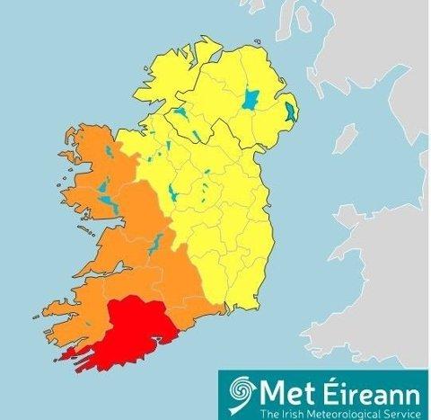 STORMVARSEL: Irske meteorologer har utstedt det høyeste farevarselet, rødt, for deler av Irland onsdag og advarer for svært ødeleggende vinder. Foto: (Met Eireann)