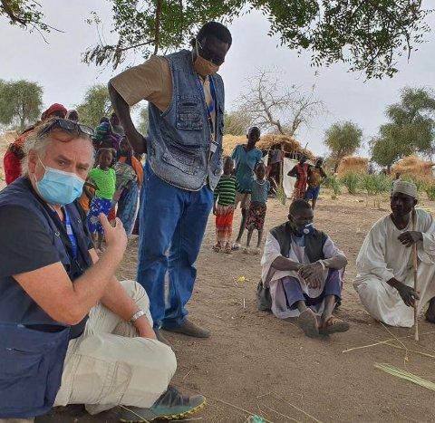 Trond Husby mæter flyktning-ledere på et lite sted som heter Dam Saeed, i februar i år.
