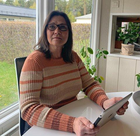 LANG VENTETID: Christina Vikran avtalte at bunaden hun bestilte til datteren skulle leveres i februar. Den har fortsatt ikke kommet, og nå er hun frustrert over det hun opplever som dårlig kundebehandling fra Ektebunad AS.