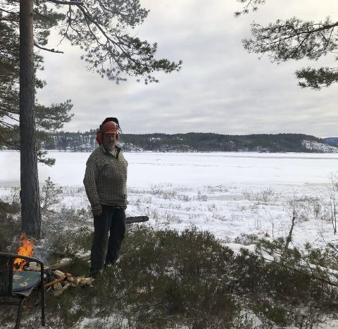 Nelaugvann: Terje Steinsland er født og oppvokst på Simonstad, og har gjennom sine 78 år opplevd både tog og etablering av Nidarå. Men ny vei tror han ikke han får oppleve.