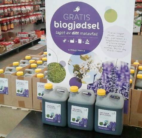 GRATIS: Matavfallet fra innbyggerne i Drammensregionen blir til biogjødsel, og nå deles mer enn tusen kanner ut gratis til private.