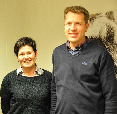 BER OM PENGER:  Ståle Fredriksen  er leder, Ingunn Rasmussen er nestleder i Vest-Lofoten næringsforening som nå ber medlemsbedriftene å bidra med 300..000 som skal gå til å jobbe for ny vei og flyplass