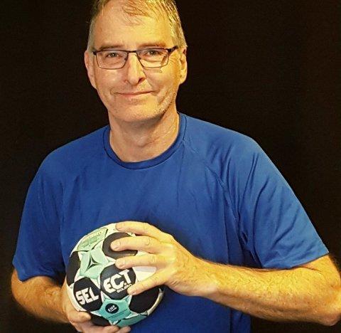 SENDTE TAKK TIL MOTSTANDEREN: - De har virkelig forstått håndballens verdier. Det viser noe om at man er motstandere i kampen, men venner utenfor, sier HK Rygges trener Per Lie etter kampen mot Tistedal.