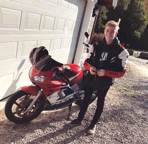 OMKOM: 18 år gamle Thomas René Pettersen mistet livet i den tragiske ulykken skjærtorsdag. FOTO: PRIVAT