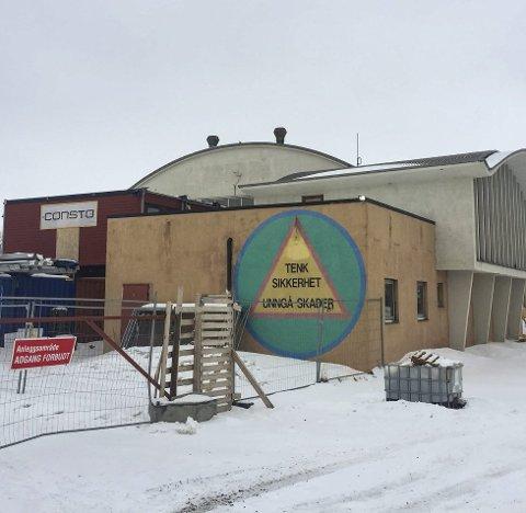 RIVEKLART: Barlindhaug har fått rivetillatelse på dette bygget ved Kirkenes handelspark, og mener det har negativ verdi heller enn takst på 23,5 mill.Foto: Ole-Tommy Pedersen
