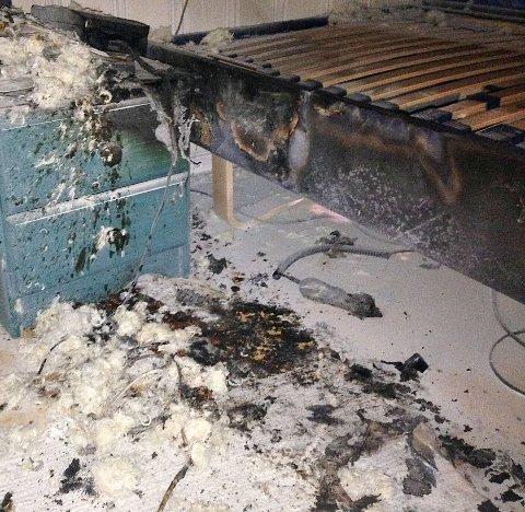 Kun snarrådig innsats fra den eldre mannen hindret en større brann da et varmeteppe begynte å brenne.