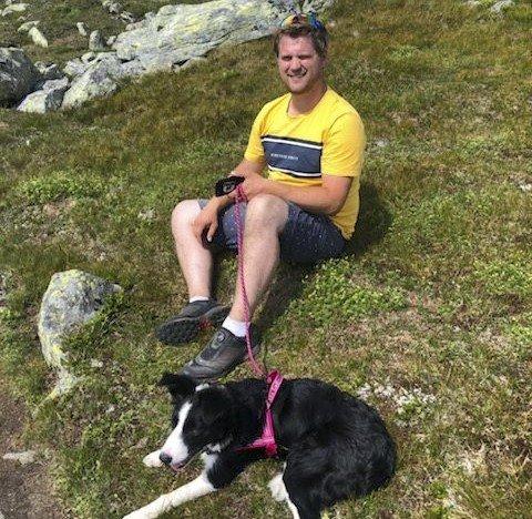 Mye tid: Saueeier Knut Øyvind Skogen (32) har brukt mye tid på å leite etter skada sau i egen flokk etter hundeangrepet for ei uke siden. Her avbilda med sin egen hund.