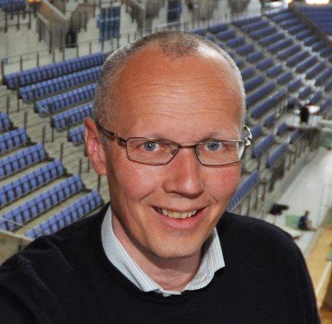 Erik Ulateig forlater Lillehammer Olympic Legacy Center.