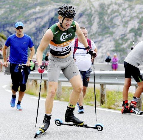 GODT FORBERDT: Det har blitt mange mil på rulleski for Lars Håkonsen i sommer og høst. Holmestrand-gutten, som ser frem til en ny skisesong. Foto: Svein Halvor Moe