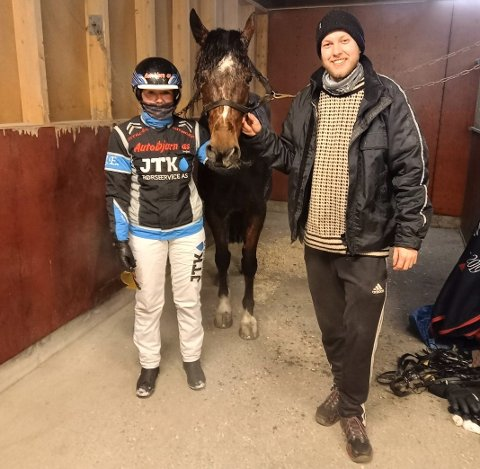 NY SEIER: Kusk Josefine Eilertsen og medeier Erik Solberg med Eldorado Gracieux, som fredag kveld vant igjen – denne gang på Sørlandets Travpark.