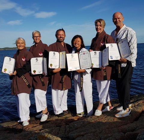 NYE DAN-GRADERTE: Anne Strøm (f.v.), Janne Auby, Hasse Klingstedt, Maria Hye Pedersen, Astrid Hygen Bakken og Jarle Wolden har tatt dan-graderinger i Larvik Taekwondoklubb.