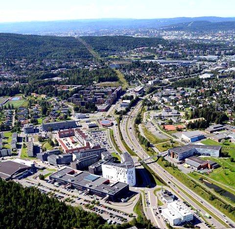 SENTRALOMRÅDET: Lørenskog nye sentrum med Metro og Lørenskog hus utgjør en viktig del av sentralområdet i Lørenskog. Foto: Asplan Viak/Lørenskog kommune