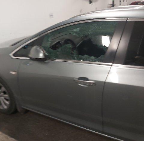 KNUST: Sideruten ved førersetet har fått seg en gedigen trøkk.