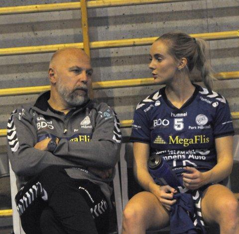 MYE Å SNAKKE OM: Trener Magnus Boman og nøkkelspiller Maren Troøyen hadde litt å prate om etter stortapet.