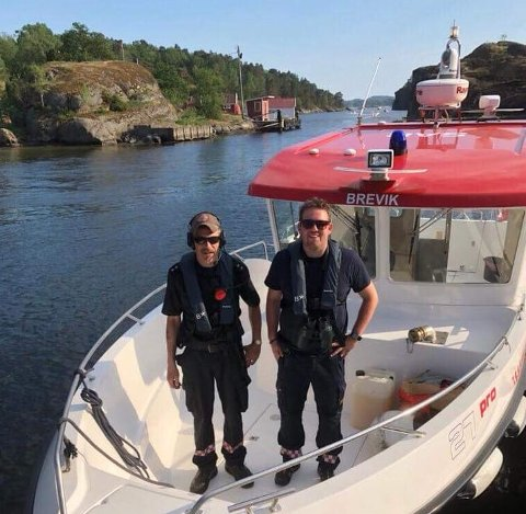 Oddbjørn Solum og Thomas Sommermo sjekket at folk overholdt ildforbudet.