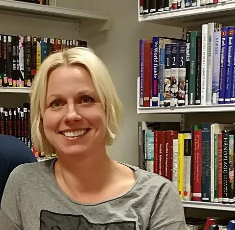 Torill Johme, biblioteksjef Nord-Aurdal Folkebibliotek, tar imot bestilling om du tenker at dette er noe for deg. Arkivfoto:Karoline Sveen
