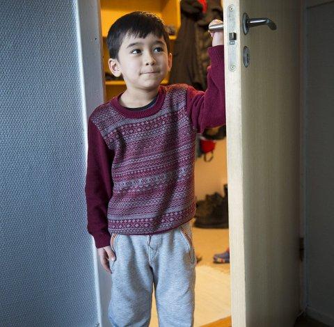 UNE vil kaste ut lille Reza (6) og foreldrene hans. Nå har Ytre Arna igjen reist kampen for et lengeværende asylbarn. foto:Arne Ristesund