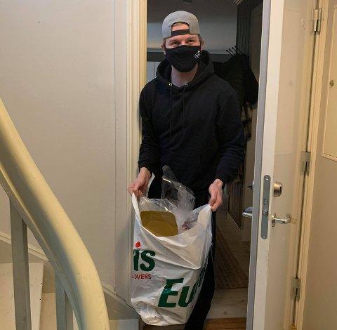 Stjernen-kaptein Andreas Heier og resten av Stjernen-spillerne fikk lørdag hver sin pose med mat fra Red Beavers.