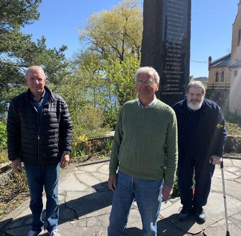MINNES: Ove Bertelsen, Sverre Okkenhaug og Trygve Braatø oppfordrer folk til å flagge på fredsdagen.