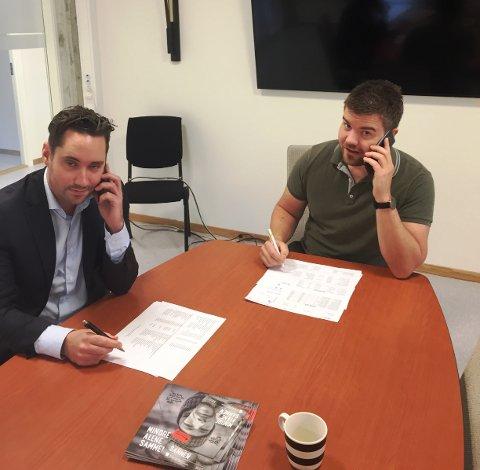 Hans Inge Myrvold og ordførar Peder Sjo Slettebø gjorde ein innsats for tv-aksjonen i dag. (Foto: Torstein Aarthun)