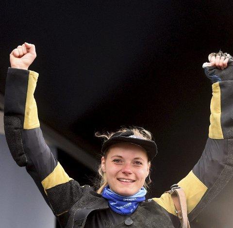 JUBELJENTE: Katrine Aannestad Lund kunne juble for tre NM-gull etter helgens riflemesterskap på 50 meter og 300 meter på Terningmoen.FOTO: OLE JOHN HOSTVEDT