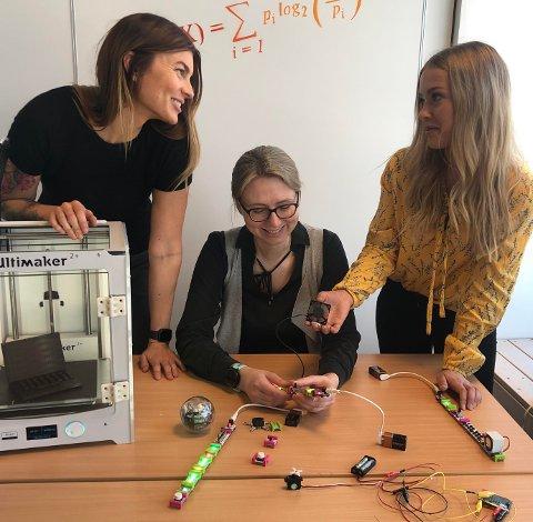 FOR JENTER: fra venstre: Ingvild Damtjernhaug, Anastasia Timofeeva ogVanja Katinka Halvorsen skal arrangere teknologikurs bare for jenter.
