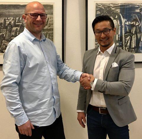 Avdelingsleder i Tromsø Kim Rune Tofteng Olsen og Morten Skoglund, fagansvarlig for klientadministrasjon og support i Troms fylkeskommune, er begge fornøyd med å ha fått på plass en avtale om leveranse av PC til elever på videregående.