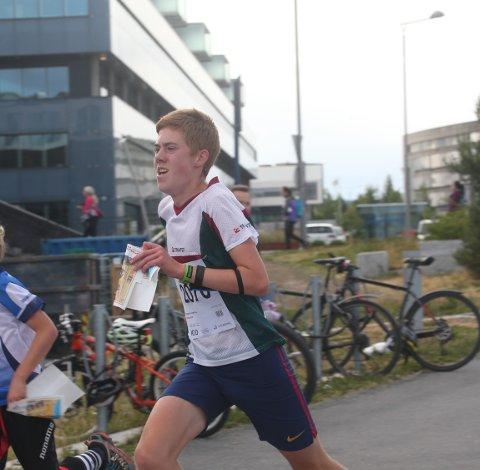 VINNEREN: Sander Tonjer Fingarsen fra Elverum OK var best av alle i gutter 15 år på sprinten under O-festivalen.  FOTO: ERIK BORG