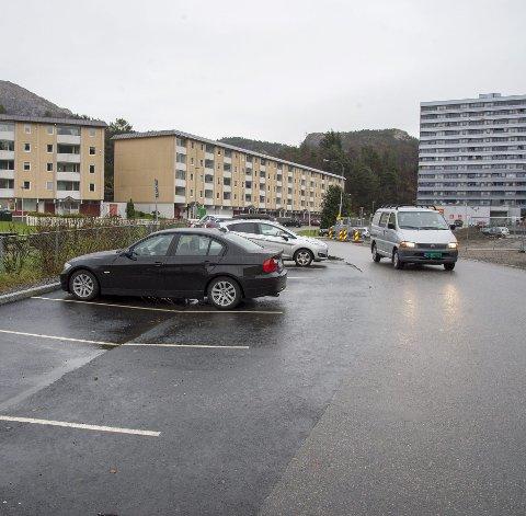 PRØVEPROSJEKT: Bergen kommune og BKK har gått sammen om å utvikle en felles ladeløsning for nær 1500 husstander fordelt på tre store borettslag i Loddefjord. Borettslaget Vestre med sine 406 boenheter skal delta i pilotprosjektet.FOTO: EIRIK HAGESÆTER