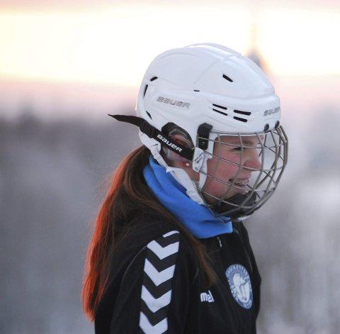 STYGGE ORD: Nora Christophersen får stygge bemerkninger fra gutta på isen.