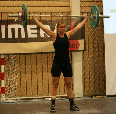 SØLV: Beate G. Jacobsen (30) fra Haugesund Vektløfterklubb ble nummer to i klassen -63 kilo i Vestlandsmesterskapet i vektløfting lørdag.