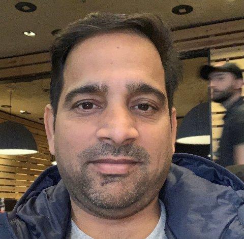 MANNEN BAK: Devender Kumar fra India har bodd i Haugesund i 15 år, men det er først nå han har startet en cricketklubb.