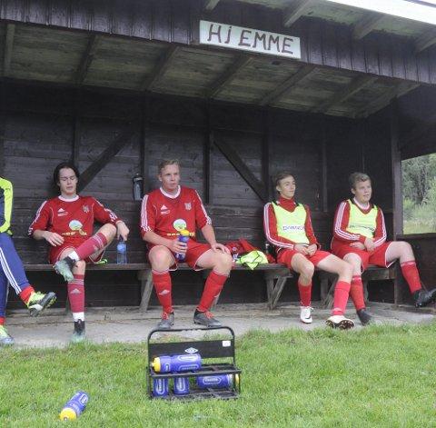 God Benk: Fotballen på Brøttum har mange å spille på.