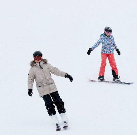 Nok snø: Brattbakken har hatt mange alpin-entusiaster i bakken siden åpningen 2. februar.