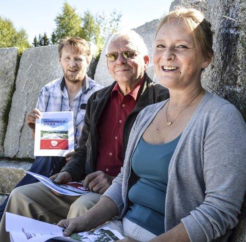 TOPPKANDIDATER: Dette er toppkandidatene i Os Ap i front Lill Anita Jensvold Larsen, midten Arne Grue og bak Jørn Gisle Dalbakk. Foto: Guril Bergersen