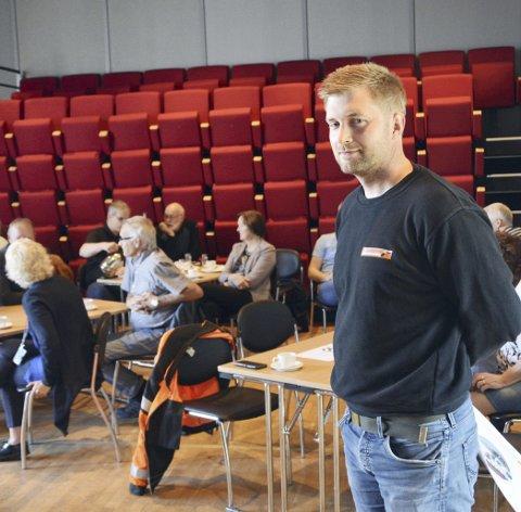 PÅ FROKOSTMØTET: Prosjektleder Jo Syrstad hos hovedentreprenør Johs J. Syltern har 32 mann i virksomhet på riksveg 70.FOTO: YNGVE LIE