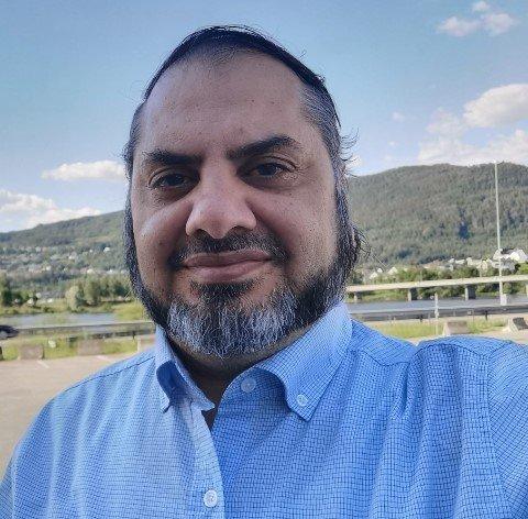 ÅPENT HUS: Mangfoldsshuset holder åpen fredag kveld for de som ønsker å be, eller bare snakke litt med noen om det tragiske dødsfallet som preger mange i nærmiljøet på Mortensrud, sier leder Rehman Aziz