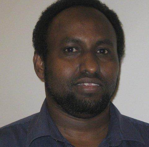 Abdullah O. Mahmud vet det er viktig med best mulig kjennskap til sitt eget språk før man kan lære et nytt. Han både jobber og bidrar på frivillig basis til at somaliere skal få et best mulig språklig utgangspunkt.