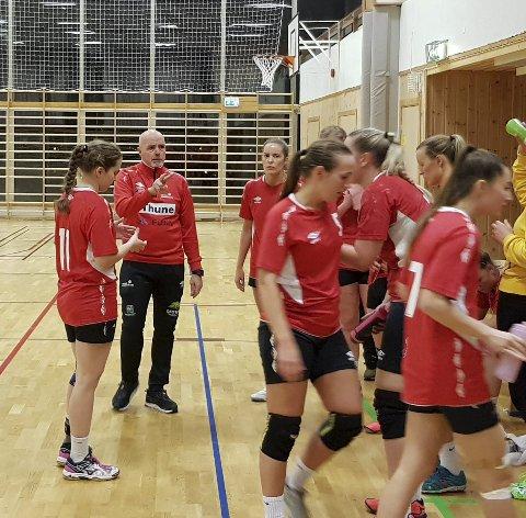 MØTER HARSTAD 1: Ankenes HK-damene får sesongens første store test mot Harstad 1 i Idrettens Hus onsdag kveld.