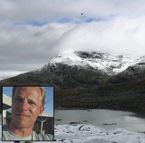 STØY: Den er liten men lyden bærer godt. Bildet er utklipp av en video som viser dronen som fløy over dem i lengre tid. Droner i verneområdet i Jotunheimen er forbudt.