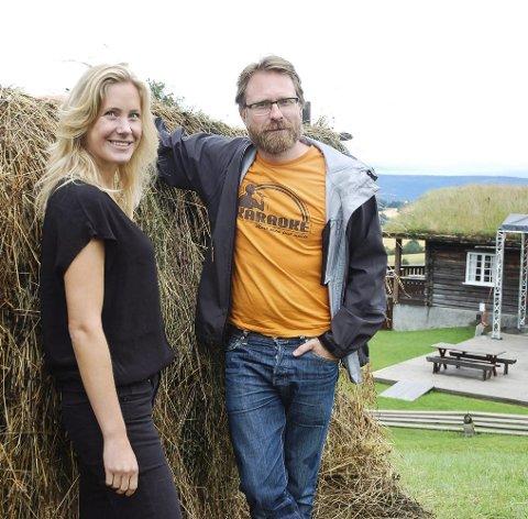 Klare for show:  Maja Leonardsen Musum og Leif Høghaug gleder seg til å fylle folkemuseet med musikk fra Vazelina Bilopphøggers.