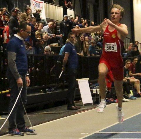 UTEN KONKURRANSE: Erik Lund var eneste utøver i tresteg, men hoppet 14,79 under UM i friidrett. Det var et hopp på det jevne, mente Brandbu-gutten. Foto: Thore-Erik Thoresen