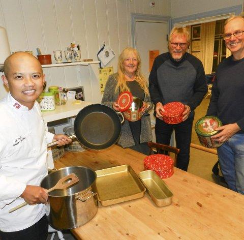 FORBEREDER JULAFTEN: Fra venstre ser vi Sebastian Engh, Liv Anne Fossbråten, Olav Kolstad og Henry Arnfinn Vangseng.