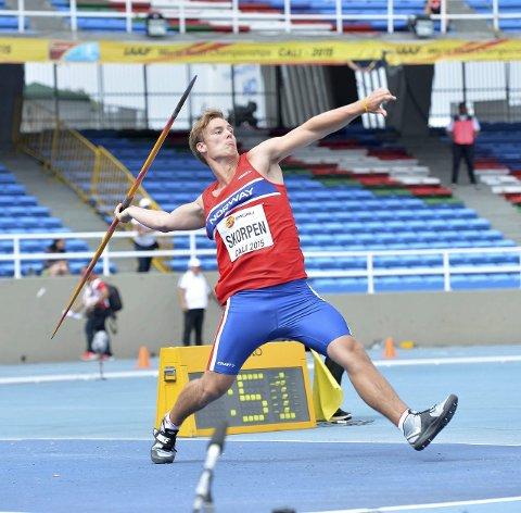I kastet: Haldenseren Alexander Skorpen i den norske drakta under U18-VM i Cali i Colombia.Foto: Hasse Sjögren, deca text & bild
