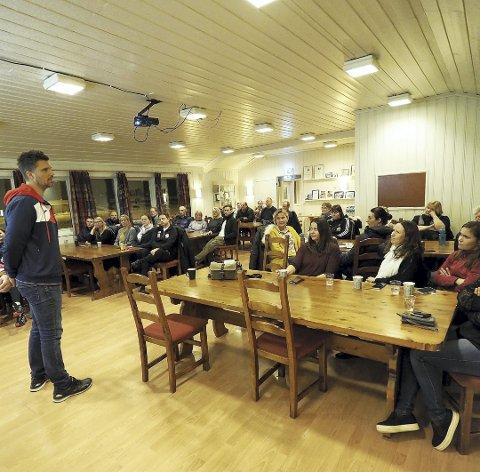 Foredrag i HIF-klubbhuset: Godt frammøte. Trenere og foreldre fikk innblikk i hva som skal til for å nå toppen, men også gode tips for breddehåndballen. Foto: Svein Ivar Pedersen